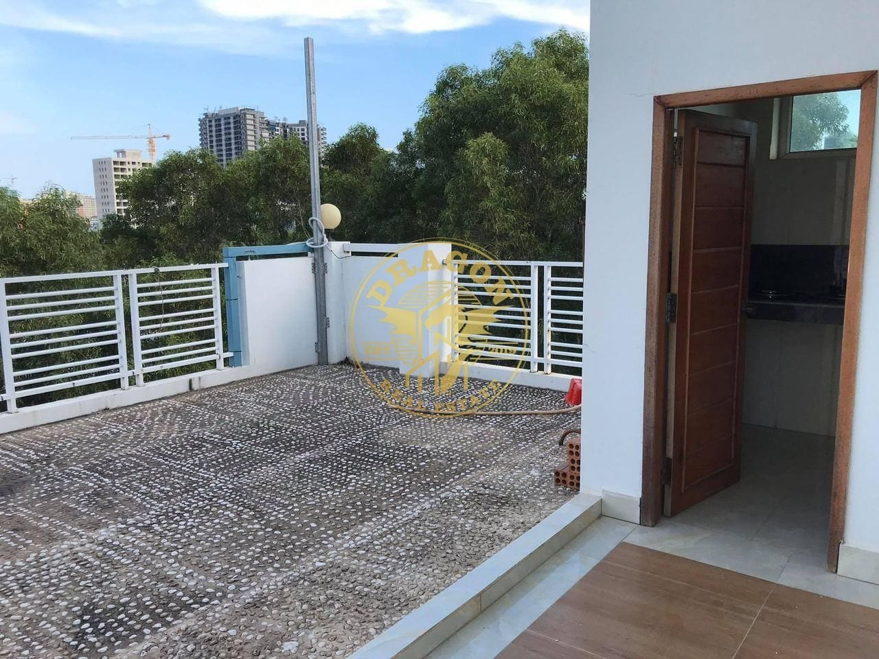 Room With Separate Kitchen Near 2 Dolphins Circle